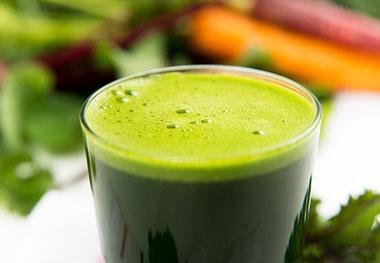 Carrot-apple-and-wheatgrass-juice